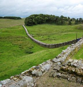 Hadrians_Wall_from_Housesteads1_crop